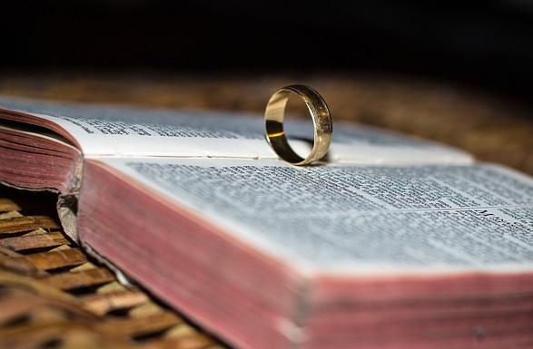 Matrimonio in biblioteca