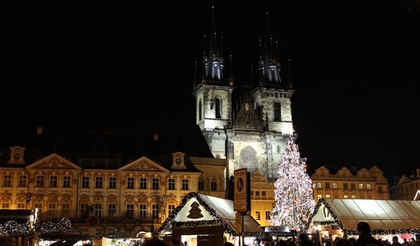 cosa vedere a Praga piazza-della-citta-vecchia-natale-a-praga