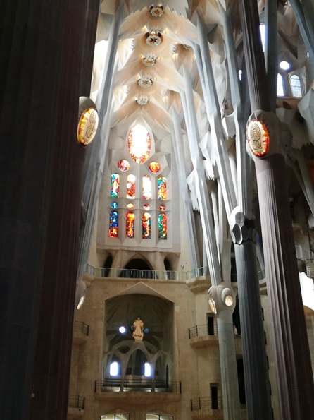 Interno della Basilica con i due bottoni con i simboli degli Evangelisti